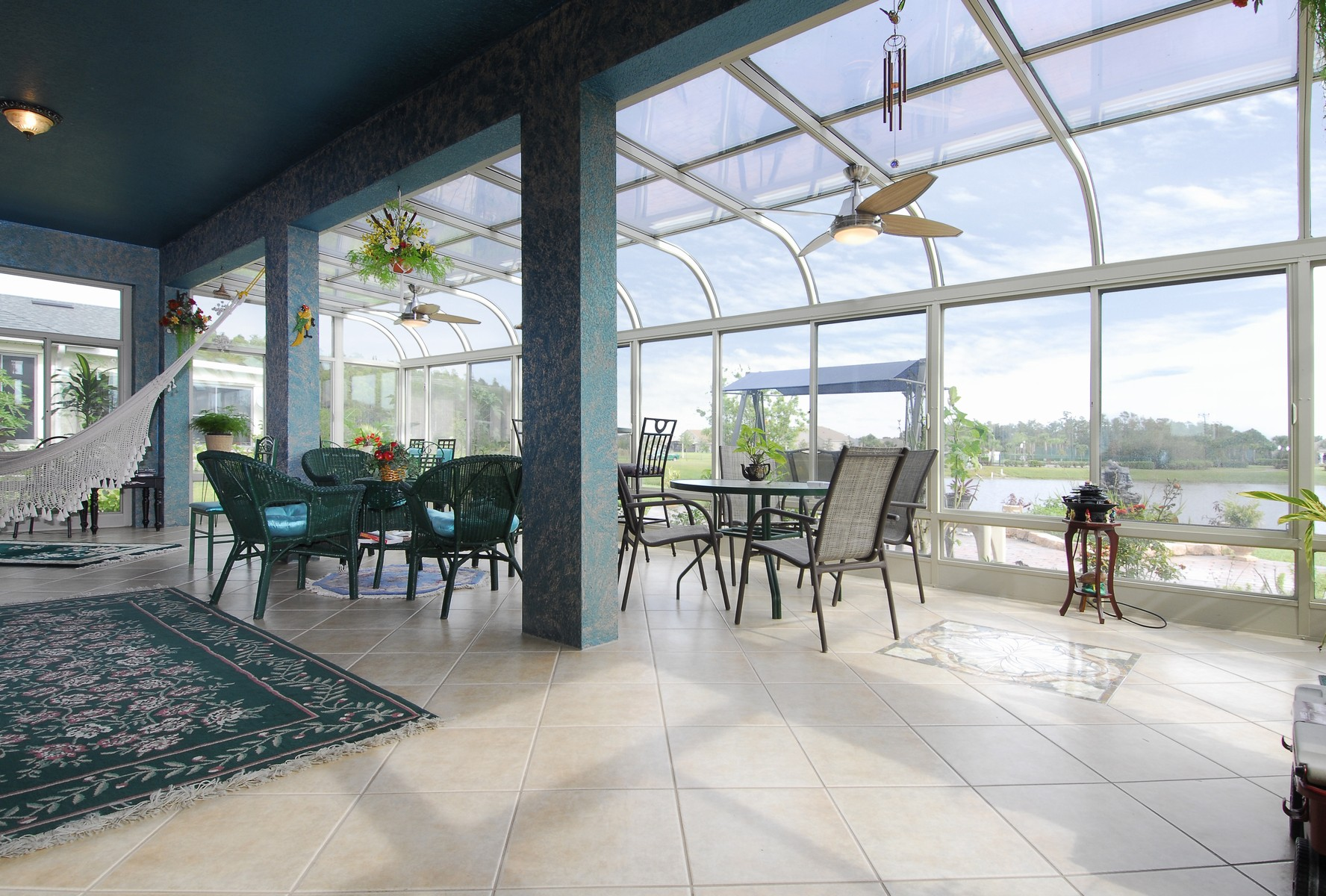 Curved Glass Roof Sunroom Or Patio Room With Aluminum Frame